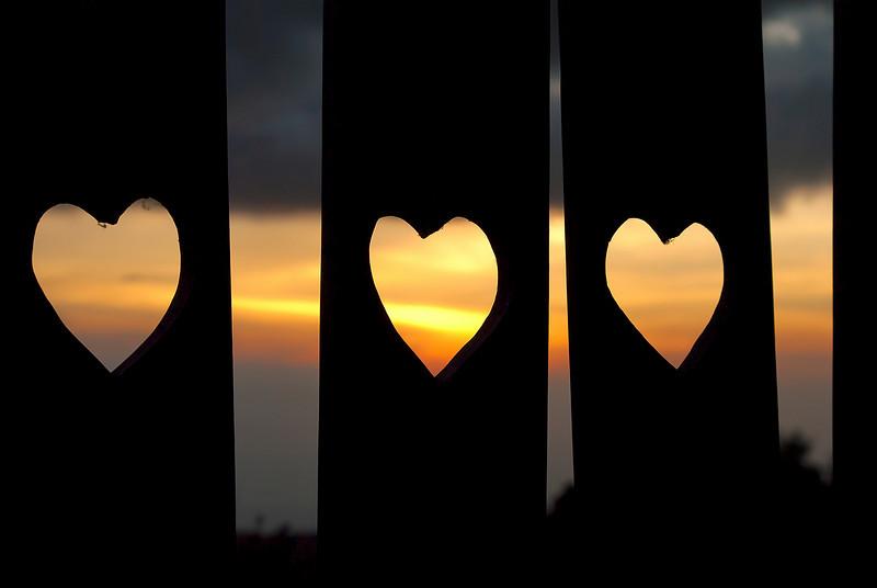 love-triangle-l